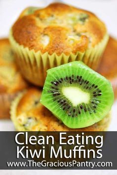 Clean Eating Kiwi Muffins. Canola oil vervangen door bio zonnebloem olie. Baking soda weggelaten, want dat had ik niet in huis. Gebroken lijnzaad gebruikt ipv lijnzaadmeel. Resultaat was top!