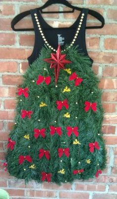 Use shiny garland & some embellished shoes! Tacky but faaaabulous! Tacky Christmas Outfit, Tacky Christmas Party, Diy Ugly Christmas Sweater, Ugly Sweater Party, Christmas Costumes, Tacky Sweater, Xmas Sweaters, Xmas Party, Embellished Shoes