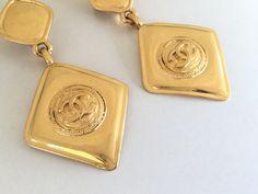 Vintage CHANEL Gold Rhombus Charm Diamond Long Dangle Drop Earrings  #vintageCHANEL #CHANEL #vintageCHANELearrings #CCearrings #vintageCHANELCCearrings #ChanelCCLogoearrings #VintageCHANELCCDangleEarrings #VintageCHANELCCEarrings #VintageCHANELlargeEarrings