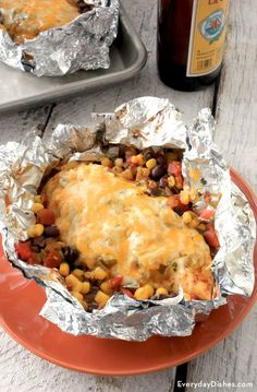 When it comes to grilling, what's easier than having the main course individually-wrapped and fire-ready? Our southwest chicken foil packet not only seals in that delicious flavor we all love but also makes it so darn convenient to serve and eat! Foil Packet Dinners, Foil Pack Meals, Tin Foil Dinners, Hobo Dinners, Foil Packet Desserts, Foil Packet Recipes, Chicken Foil Packets, Foil Wrapped Chicken, Grilled Foil Packets