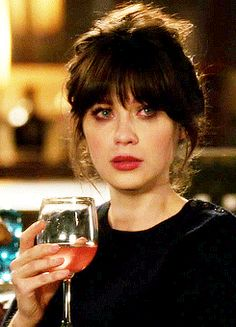 Hairstyles With Bangs, Girl Hairstyles, Hair Inspo, Hair Inspiration, Zooey Deschanel Hair, Medium Hair Styles, Curly Hair Styles, Jess New Girl, Langer Pony