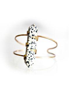 bracelet / Get started on liberating your interior design at Decoraid (decoraid.com)