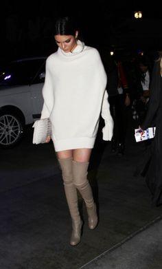 Kendall Jenner ist der Renner - im Pullikleid mit Overknees in Beige #overkneesbeige #overkneeskombinieren #kendalljenner