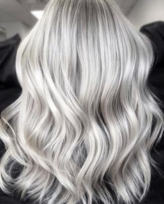 Are you considering dyeing your blonde hair into rosy red color? Here are 6 hair colors that can look extremely beautiful. 6 Lovely Rosy Red Hair Colors That Blondes Can Apply Grey Dyed Hair, Silver Blonde Hair, Blonde Hair Looks, Grey Wig, Platinum Blonde Hair, Ombre Hair, Gray Hair, Silver Platinum Hair, Long Silver Hair