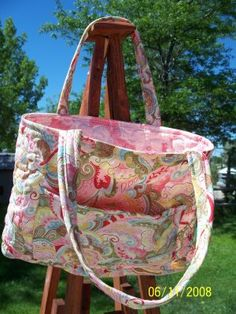 hand quilted bags and purses | Deerecountry Quilts : PINK AND PAISLEY QUILTED HAND-BOOK BAG/PURSE