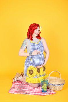 Our Shirley's Retro Sunflower Apron. Vintage Apron, Retro Apron, Suburban House, Design, Style, Fashion, Swag, Moda, Fashion Styles