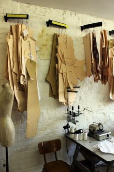New Fashion Design Atelier Studios Work Spaces 35 Ideas Sewing Room Design, Sewing Studio, Sewing Rooms, Showroom Design, Home Studio, Fashion Studio, Studios, Workshop, Studio Ideas