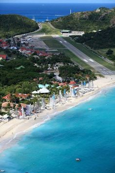 #Gustaf_III_Airport also known as Saint Barthélemy Airport in #Caribbean http://directrooms.com/caribbean/hotels.htm
