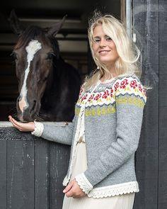 Ravelry: 3006 Molly pattern by Du Store Alpakka Fair Isle Knitting Patterns, Sweater Knitting Patterns, Knitting Designs, Knitting Yarn, Knitting Projects, Hand Knitting, Cardigan Design, Wool Shop, Icelandic Sweaters