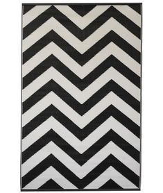 Indoor/Outdoor Black & White Rug X ) World Laguna by Fab Habitat Recycled Rugs, Black White Rug, Rug World, Tapis Design, Patio Rugs, Home Decor Online, Indoor Outdoor Area Rugs, White Area Rug, Rugs Online