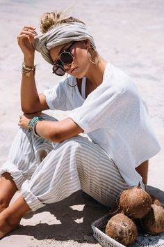 Here are 15 hippie outfits you NEED to copy! Striped pants are so in right now! #hippieoutfits #summerstyle #festivaloutfits