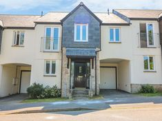 Rating 4 Star PET FREE. Click picture to view next 5 months price and availability. This lovely town house is situated in the bustling town of Penryn boasting three bedrooms, sleeping six people.