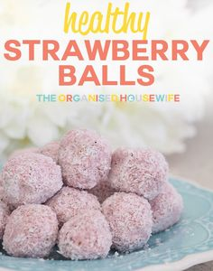 These strawberry balls are a healthy bliss ball to snack when feeling hungry. Healthy Strawberry Recipes, Strawberry Snacks, Healthy Sweets, Healthy Baking, Healthy Snacks, Strawberry Baby, Strawberry Plants, Healthy Recipes, Simple Recipes