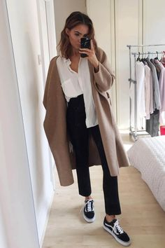 Fall Trends 2018 - Tanya S - Léna - - Fall Trends 2018 - Tanya S Fall Trends 2018 - Tanya S - - Tendances automne 2018 Autumn Winter Trends We discover the fashion trends of the season to shop at Mango, Zara, Hm, the redoubt, Sk8 Hi Outfit, Outfit Chic, Coat Outfit, Basic Outfits, Casual Outfits, Cute Outfits, Work Outfits, Look Fashion, Fashion Outfits