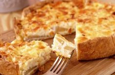Τυρόπιτα της τεμπέλας: Η εύκολη πίτα χωρίς φύλλο, με γιαούρτι και φέτα, που γίνεται στη στιγμή - Γεύση & Συνταγές - Athens magazine Light Cheesecake, Cheesecake Pie, Cheesecake Recipes, Quiches, Pear Tart, French Cheese, Cheese Pies, Good Food, Yummy Food
