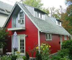Roger Schroeder and Michele Costa's 630 sq ft cottage in Buffalo, New York