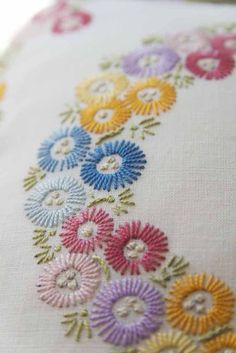 how to do brazilian embroidery stitches Brazilian Embroidery Stitches, Basic Embroidery Stitches, Hand Embroidery Videos, Embroidery Materials, Hand Work Embroidery, Embroidery Flowers Pattern, Simple Embroidery, Embroidery Patterns Free, Silk Ribbon Embroidery