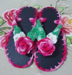 Havaiana decorada com crochê