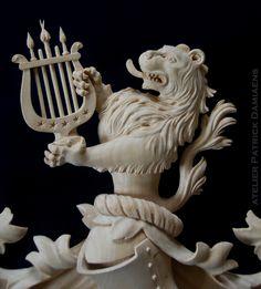 Escudo de armas familiar, tallado a mano | Escudo de armas en madera tallada | HERALDICA TALLADA EN MADERA | ESCUDOS DE APELLIDOS TALLADOS EN MADERA | escudos heraldicos tallados en madera | http://www.patrickdamiaens.be
