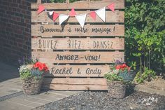 DIY palettes, pennants, flowers, wedding diypalettes diypalettes flowers palettes pennants wedding is part of Wedding decorations - Wedding Signs, Diy Wedding, Wedding Flowers, Wedding Photos, Dream Wedding, Wedding Day, Wedding Planner, Wedding Decorations, Marriage