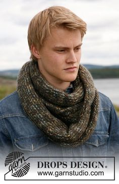 "Men's wrap around neck warmer | Knitted DROPS neck warmer for men in ""Eskimo"". ~ DROPS Design"