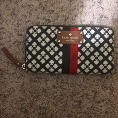 Kate spade wallet Kate spade wallet , large enough to hold an I phone 6 and many other things, great condition kate spade Bags Wallets