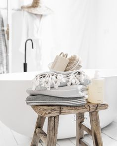 Turkish towels and a long soak in a huge tub. Contemporary Bathroom Designs, Bathroom Design Luxury, Luxury Bathrooms, Modern Bathrooms, Black Bathroom Taps, Bathroom Fixtures, Industrial Bathroom Accessories, Best Kitchen Design, Luxury Bathtub