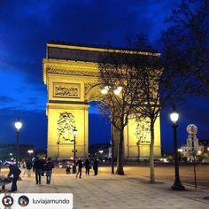 """#Reposting @luviajamundo with @instarepost_app -- A partir de hoje passo a compartilhar com vocês minhas experiências pelo mundo. Em cada lugar descobertas maravilhosas. Afinal """"o que se leva da vida é a vida que a gente leva"""". Essa foto foi clicada na primeira vez que estive em Paris. Uma experiência inesquecível!!!!"""