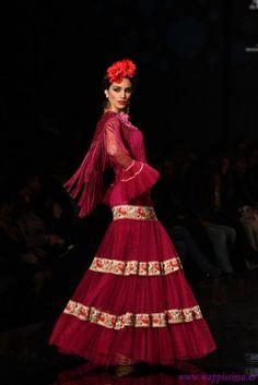 Traje de Flamenca - Rocio-Peralta - SIMOF-2013 Flamenco Party, Flamenco Costume, Belly Dance Costumes, Flamenco Dresses, Spanish Style, Classy Outfits, Classy Clothes, Dance Wear, Lehenga