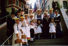 2001 Trachten stehen Spalier für Wieder-Eröffnung des Süllbergs #Hamburg #Blankenese