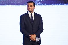 Pin for Later: Leonardo DiCaprio hätte bei dieser Pressekonferenz einen Oscar für die besten Grimassen verdient