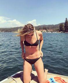 Sharapova Bikini, Sharapova Tennis, Maria Sharapova Hot, Maria Sarapova, Tennis Pictures, Tennis Players Female, Bikinis, Swimwear, Belle
