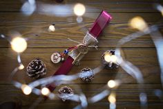 Γούρι κρεμαστό, κλειδάκι και ξύλινο 2021, μπορντώ Lucky Charm, Charms, Bracelets, Jewelry, Jewlery, Jewerly, Schmuck, Jewels, Jewelery