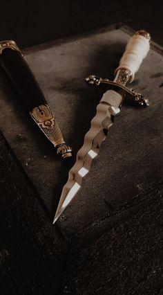 Knife Aesthetic, Queen Aesthetic, Princess Aesthetic, Book Aesthetic, Character Aesthetic, Pretty Knives, Dark Princess, Swords And Daggers, Diesel Punk