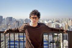 No dia 26, às 18h, acontece no  Teatro SESC-SENAC Pelourinho um recital de poesia e música com José Paes de Lira, o idealizador do grupo Cordel do Fogo Encantado, com entrada Catraca Livre.