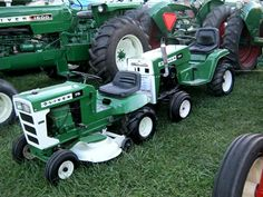 OLIVER 75 & 100 Lawn Tractors