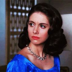 My screenshot of Mad Men's Trudy Campbell, her hair looks amazing here. 1950s Fashion Hair, Mad Men Fashion, Vintage Fashion, Film Fashion, Fancy Hairstyles, Curled Hairstyles, Wedding Hairstyles, Don Draper, Betty Draper