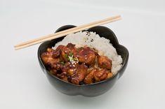 O masa completa pentru intrega familie, in numai 30 de minute, cu aceasta reteta de pui Teriyaki cu orez. Incearca un preparat autentic, poate cea mai cunoscuta reteta cu pui din bucataria japoneza, care este si usor de gatit.