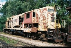 High quality photograph of Iowa Northern or # IANR ? at Waterloo, Iowa, USA. Vintage Trains, Old Trains, Abandoned Train, Abandoned Cars, Minecraft House Designs, Minecraft Houses, Waterloo Iowa, Rust In Peace, Railroad Photography