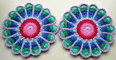 Love the colours of these flower potholders by Ellebel. Pattern by Jennifer Martin here http://www.ravelry.com/patterns/library/flower-potholders