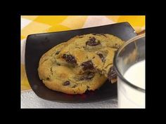 Going to try this recipe nexy The BEST Chocolate Chip Cookie recipe! You will never be disappointed by the flavor or texture of this world-renowned recipe. A family favorite! Best Chocolate Chip Cookies Recipe, Homemade Chocolate Chip Cookies, Chip Cookie Recipe, Cookie Recipes, Dessert Recipes, Brownies, Galletas Cookies, Baking Recipes, Delicious Desserts