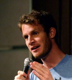 Daniel Tosh with a beard...mhmm that's nice :)
