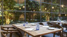 Detalhe Mesa - Sala de Refeições Outdoor Tables, Outdoor Decor, Sauna, Hotels And Resorts, Outdoor Furniture, Table Decorations, Wifi, Gardens, Home Decor