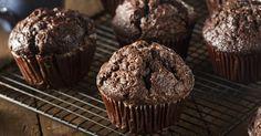 Zéro culpabilité, un muffin chocolaté fait de compote de pommes et de yogourt à la vanille! - Desserts - Ma Fourchette
