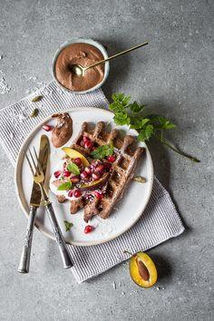 Gingerbread Waffles with Chocolate Cashew Sauce Vegan Waffle Mix Recipe, Waffle Recipes, Waffel Vegan, Waffle Pizza, Crepes And Waffles, Gluten Free Waffles, Bisquick Recipes, Scandinavian Food, Dessert Decoration