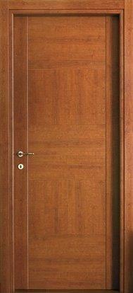 #Porte #moderne modello 5C.Alt  in #legno listellare. Rivestimento #esterno in Laminato. Colore: Ciliegio, #venatura intrecciata cotrapposta. Linea Complano - #Catalogo Motivo.