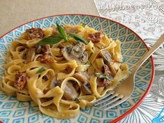 Twittear Una salsa cremosa con champiñones y tomates secados al sol y el aroma de la albahaca hacen que este plato d...