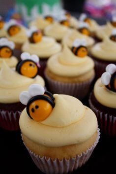 Winnie the Pooh Bumble Bee Cupcakes