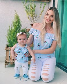 Matching Floral Top & Ripped Pants Outfit for Mothers & Daughters – Bitsy Bug Boutique Source by celiasimonebarbero outfits Mother Daughter Matching Outfits, Mother Daughter Fashion, Matching Family Outfits, Mommy And Me Dresses, Mommy And Me Outfits, Kids Outfits, Baby & Toddler Clothing, Toddler Girl, Baby Girls