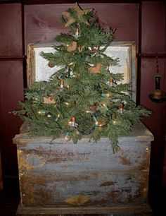 old chippy trunk with rustic Christmas tree. Primitive Christmas Decorating, Primitive Christmas Tree, Country Christmas Trees, Little Christmas, Rustic Christmas, Winter Christmas, Christmas Crafts, Christmas Decorations, Christmas Ideas